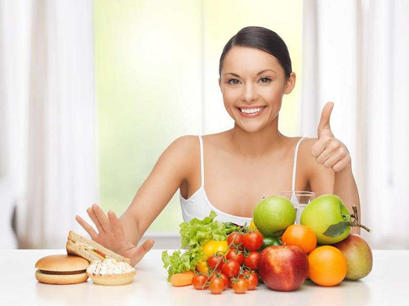 Ăn nhiều rau xanh và trái cây, hạn chế bánh ngọt, thức uống có ga là cách để sở hữu làn da đẹp không tỳ vết