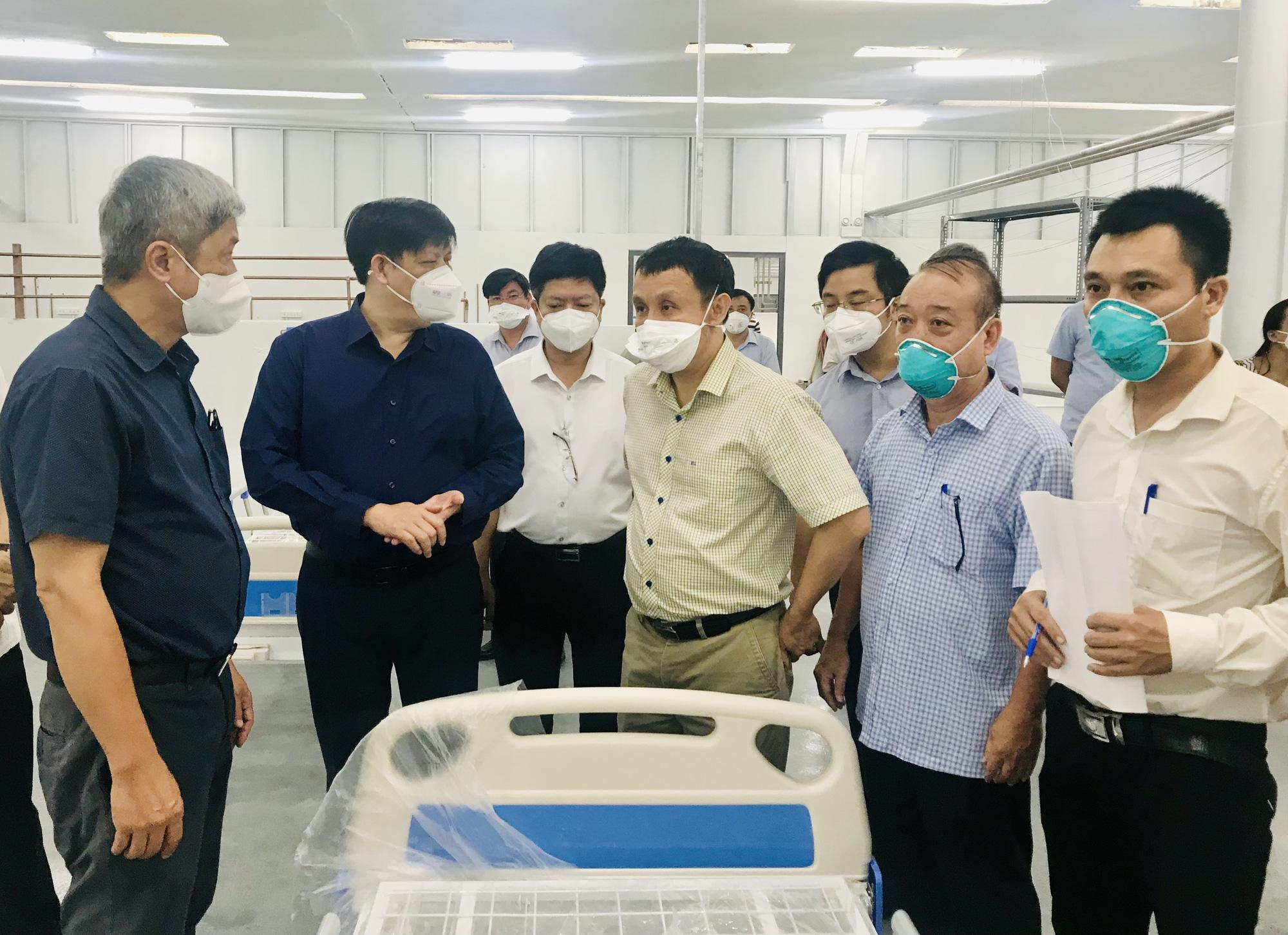 """Bộ trưởng Bộ Y tế: Cung cấp đủ """"vũ khí"""" để thầy thuốc điều trị bệnh nhân COVID-19 nặng"""