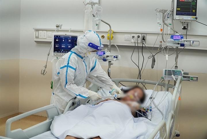 F0 điều trị tại nhà trở nặng, phải làm gì trong lúc chờ y tế?
